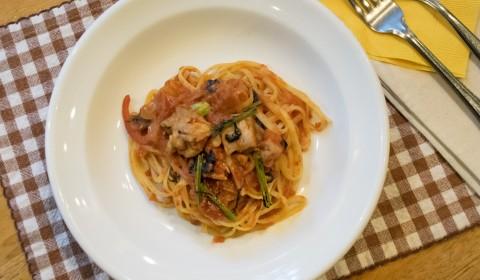 11月限定パスタ「鶏肉のトマト煮込みソース」